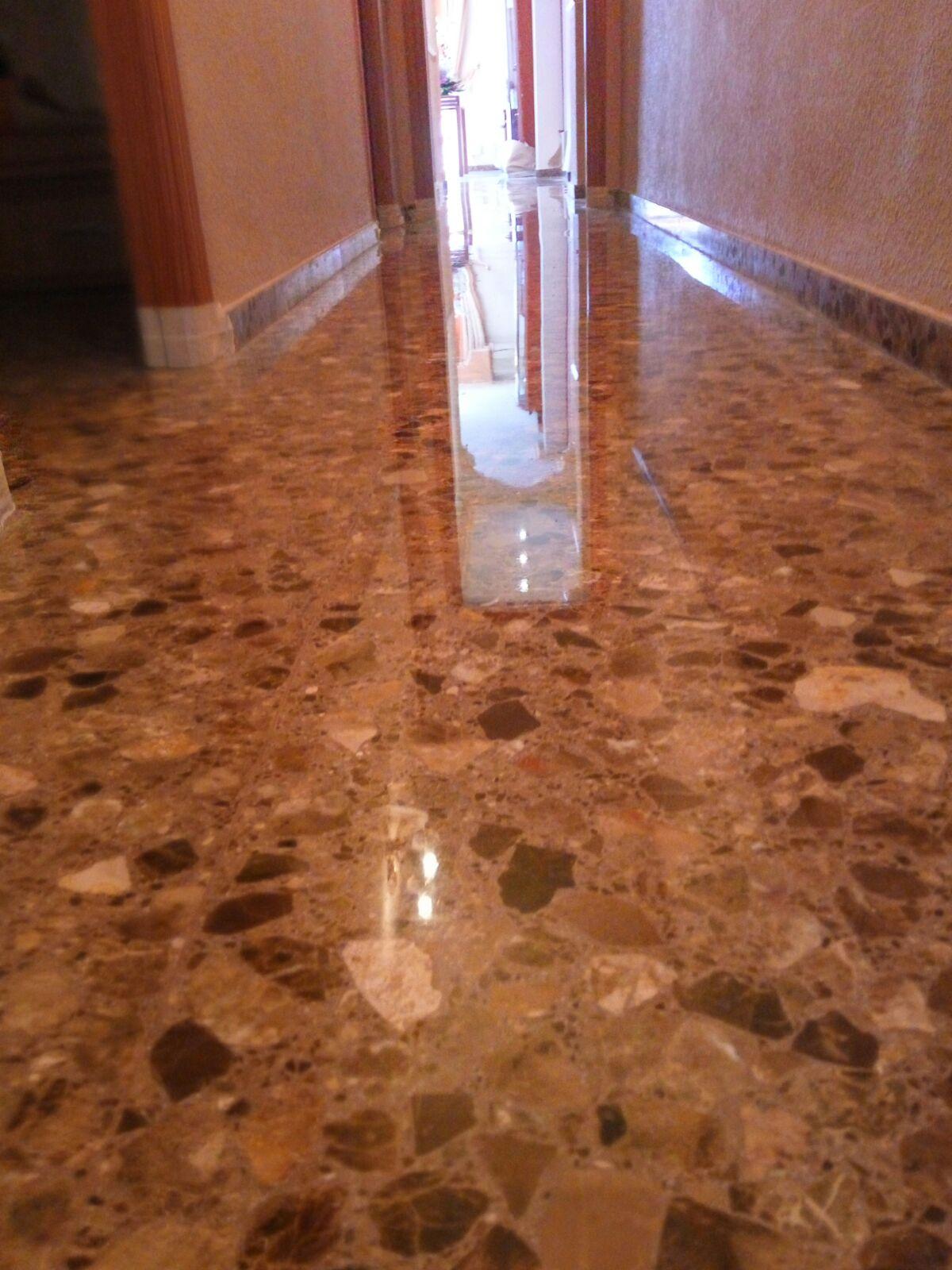 Pulidores en valencia free on el hormign pulido es ideal for Abrillantar suelo porcelanico mate